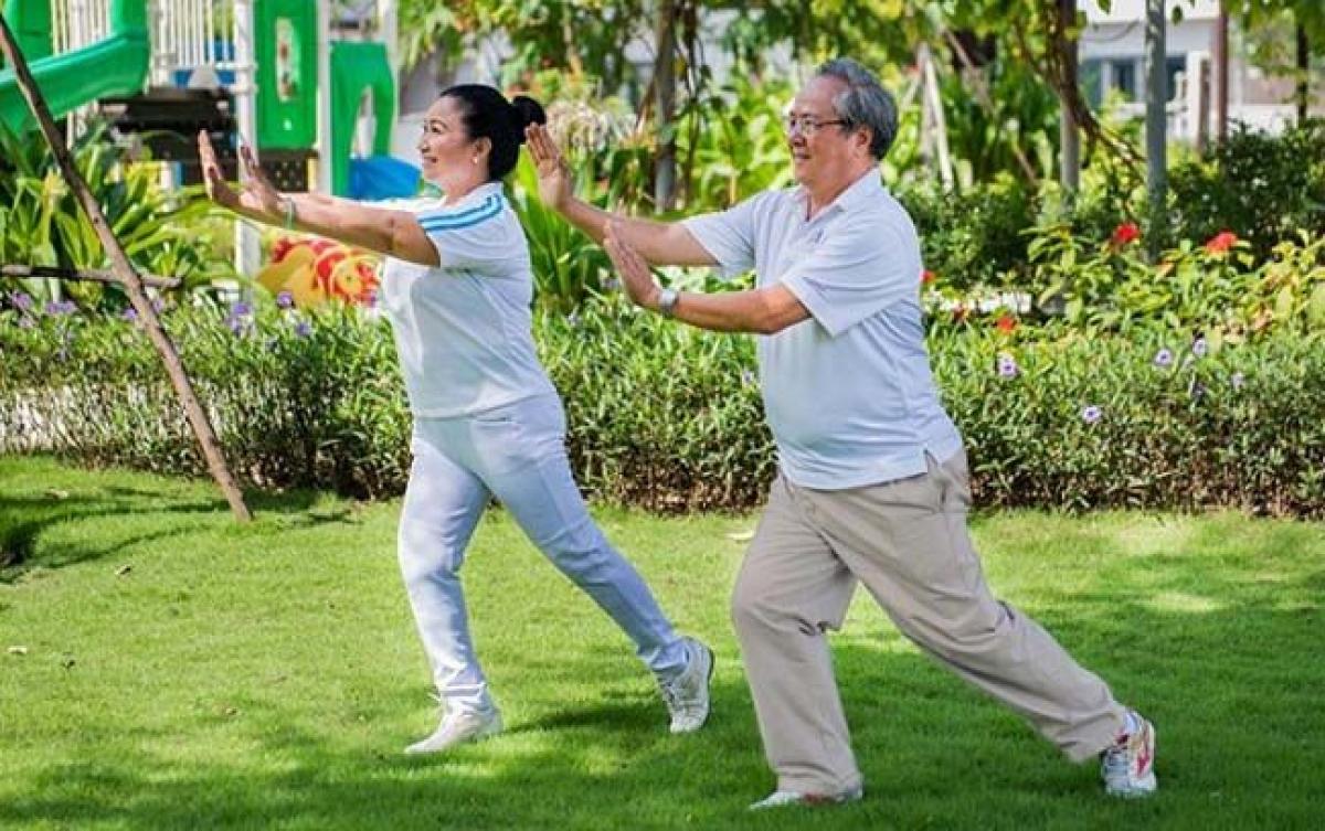 Người cao tuổi nên tập luyện thể dục, thể thao vừa sức, phù hợp với thể trạng.
