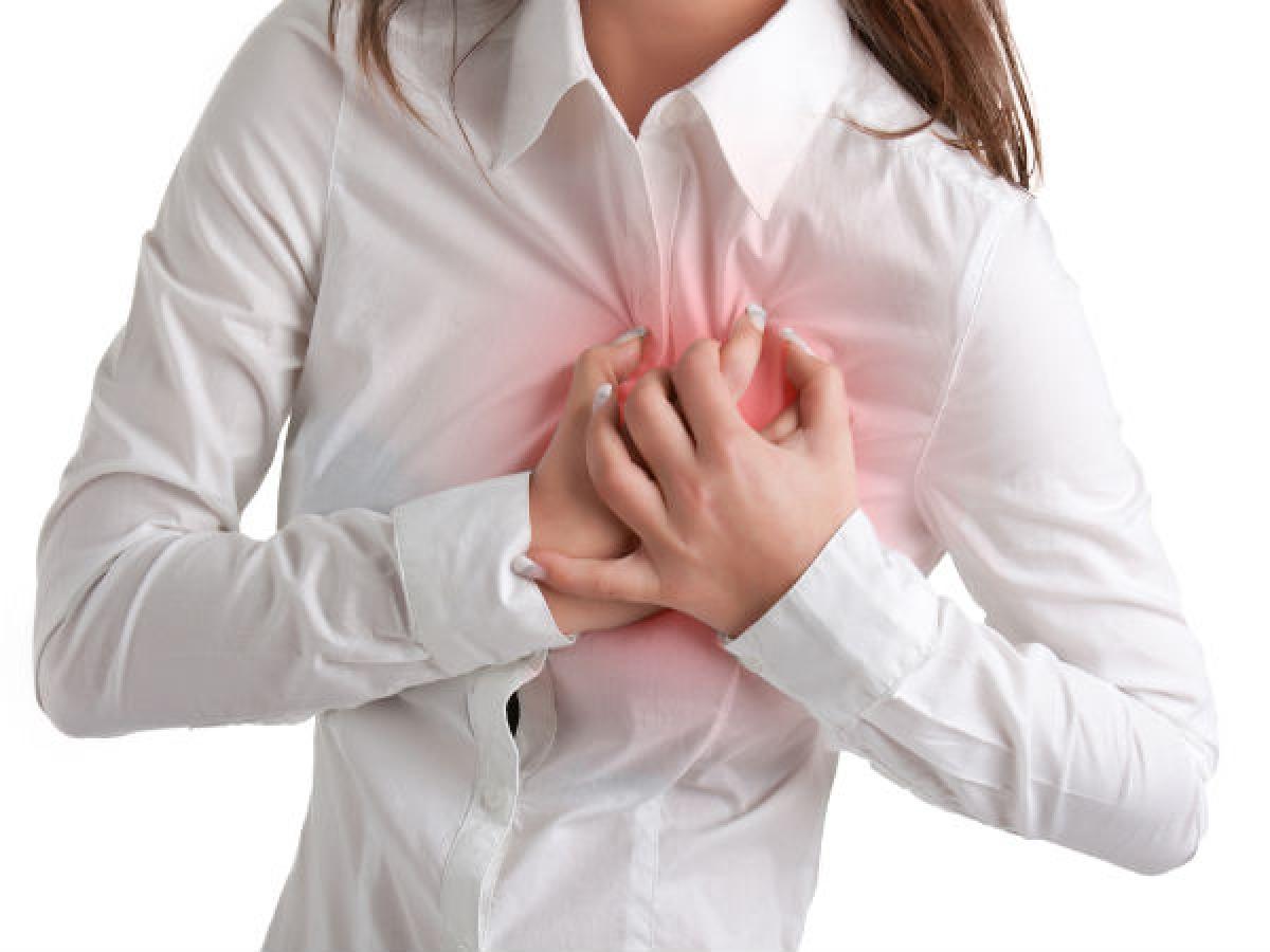 Phình động mạch chủ: Phình động mạch chủ là tình trạng thành động mạch chủ phình ra bất thường. Bệnh này phổ biến ở nam giới hơn ở nữ giới và việc hút thuốc lá càng làm tăng nguy cơ mắc bệnh này ở nam giới./.