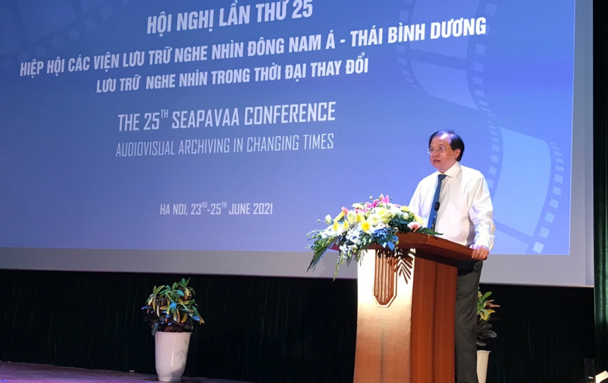 Deputy Minister of Culture, Sports and Tourism Ta Quang Dong speaks at the event.