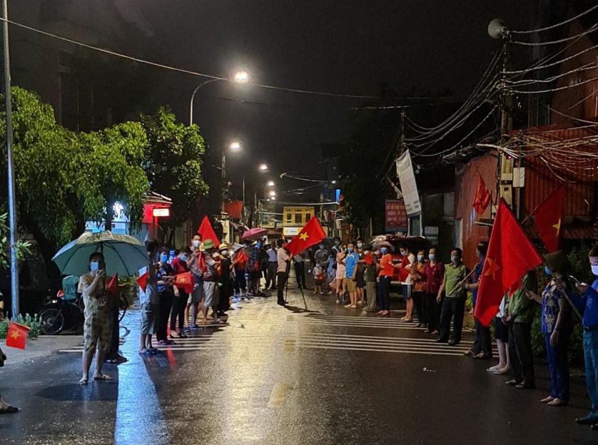 Theo ông Nguyễn Xuân Đương, Chủ tịch UBND huyện Thuận Thành, 3 thôn hết phong tỏa đều ở xã Xuân Lâm, gồm thôn Đức Hiệp với 240 hộ dân, gần 1.400 người; thôn Đa Tiện gần 430 hộ, hơn 1.800 người; thôn Xuân Lê gần 300 hộ, hơn 1.200 người.