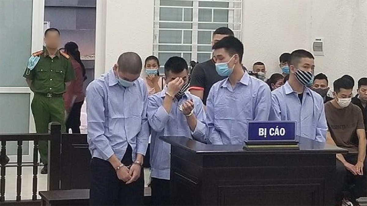 Các bị cáo tại phiên tòa ngày 29/4.