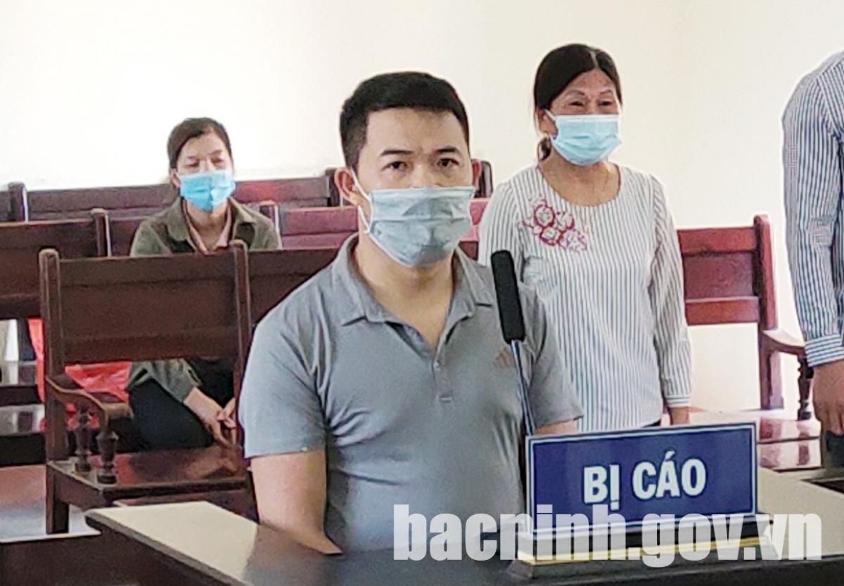 Đối tượng Thỏa tại phiên tòa sáng 18/6 (Ảnh: Cổng TTĐT tỉnh Bắc Ninh)