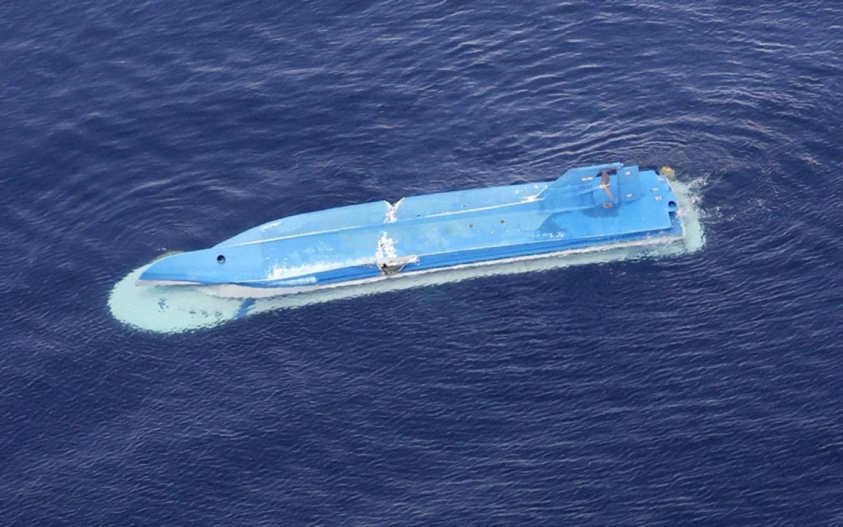 Tàu cá Nhật bị lật sau va chạm với tàu Nga. Ảnh: Kyodo.
