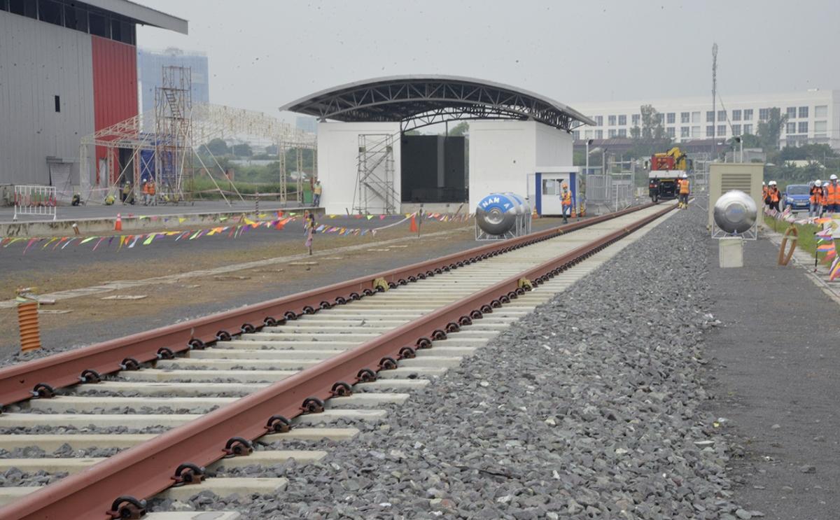 Hệ thống đường ray để vận hành thử đoàn tàu.
