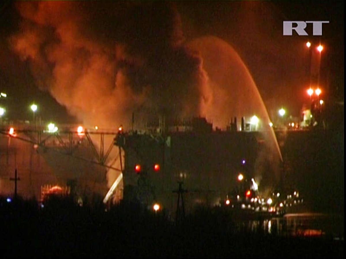 Hỏa hoạn xảy ra trên tàu Ekaterinburg ngày 29/12/2011. Ảnh: RT/Getty