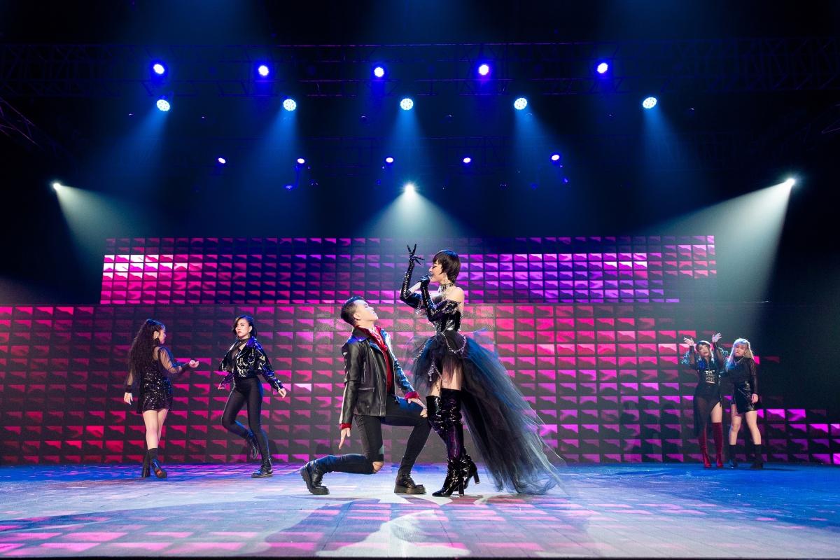 Phần trình diễn của Lona khiến cho các vị master lẫn BGK vô cùng phấn khích.