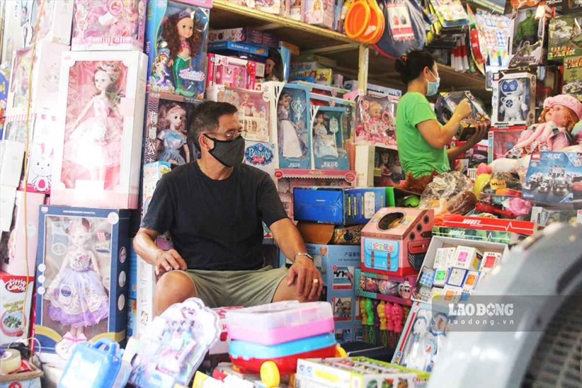 Thị trường đồ chơi trẻ em dịp Quốc tế Thiếu nhi năm nay ế ẩm, đìu hiu. (Ảnh minh họa)