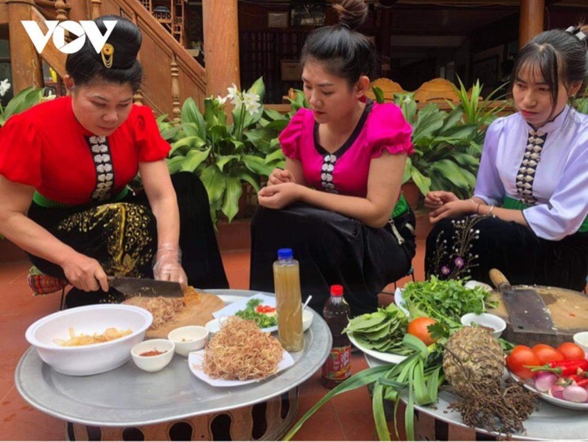 Thai women make buffalo-skin salad.