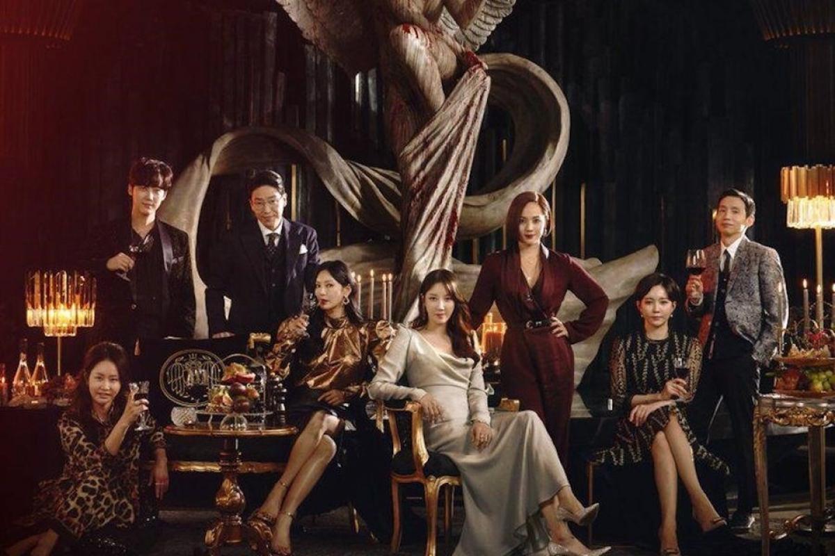 """""""Penthouse"""" hiện đang là bộ phim truyền hình Hàn Quốc """"làm mưa làm gió""""."""