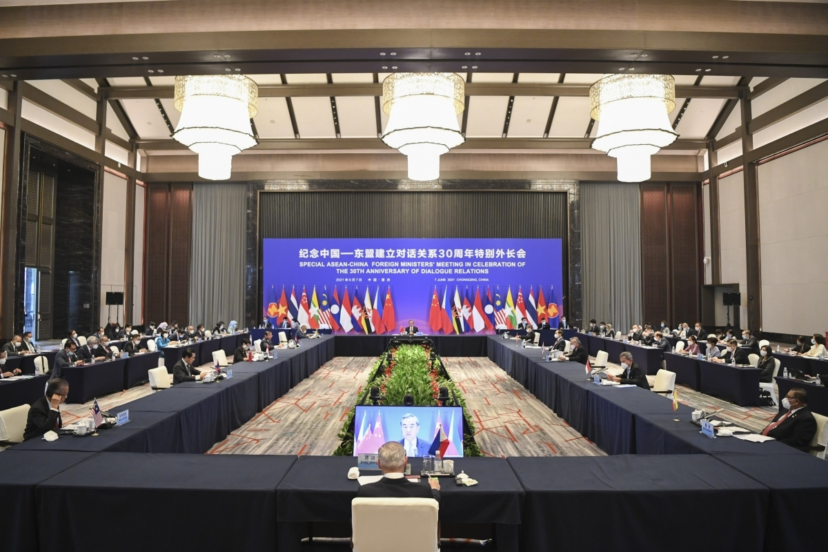 The meeting has put forward initiatives to bolster cooperation between ASEAN and China.