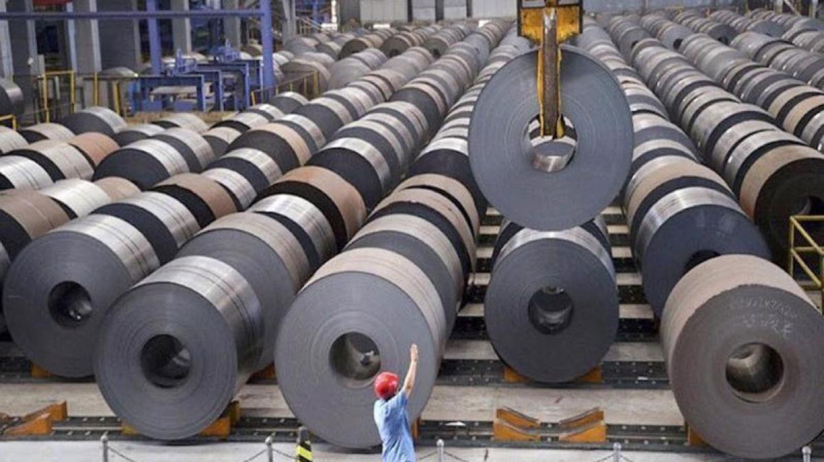 Nguồn nguyên liệu sản xuất đầu vào của ngành thép đa phần phải nhập khẩu. (Ảnh minh họa: VnEconomy)