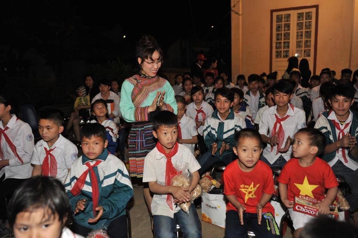 Nữ tỉ phú Nguyễn Thị Phương Thảo trong một chuyến đi thiện nguyện. (Ảnh: H.T)