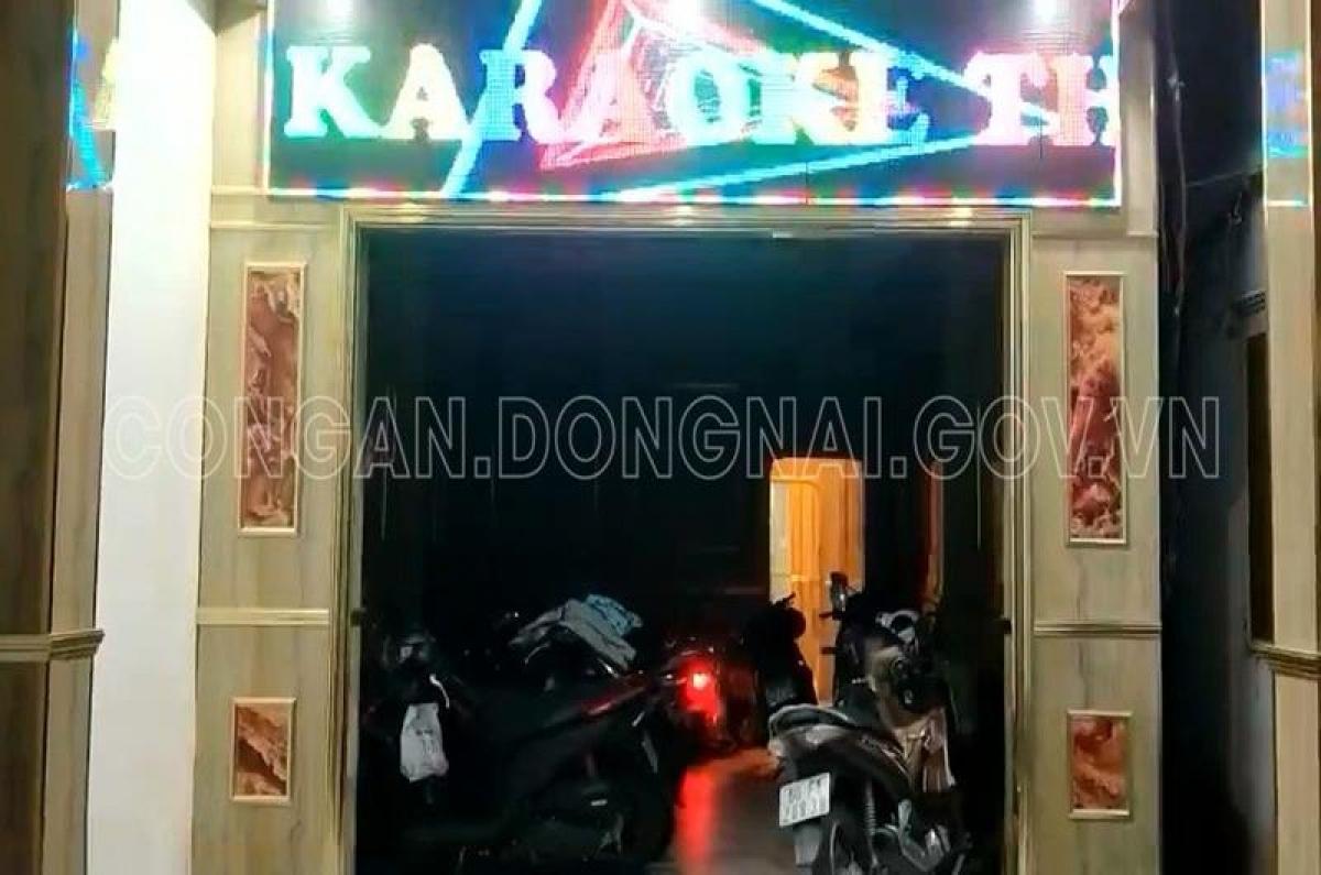 Cơ sở kinh doanh karaoke Thu Hằng hoạt động chui, cho nhân viên thoát y tiếp khách (Ảnh: Công an tỉnh Đồng Nai)