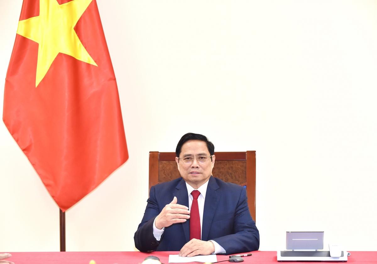 Thủ tướng đề nghị WHO ủng hộ và hỗ trợ Việt Nam trở thành một trong những trung tâm sản xuất vaccine cho khu vực Tây Thái Bình Dương.