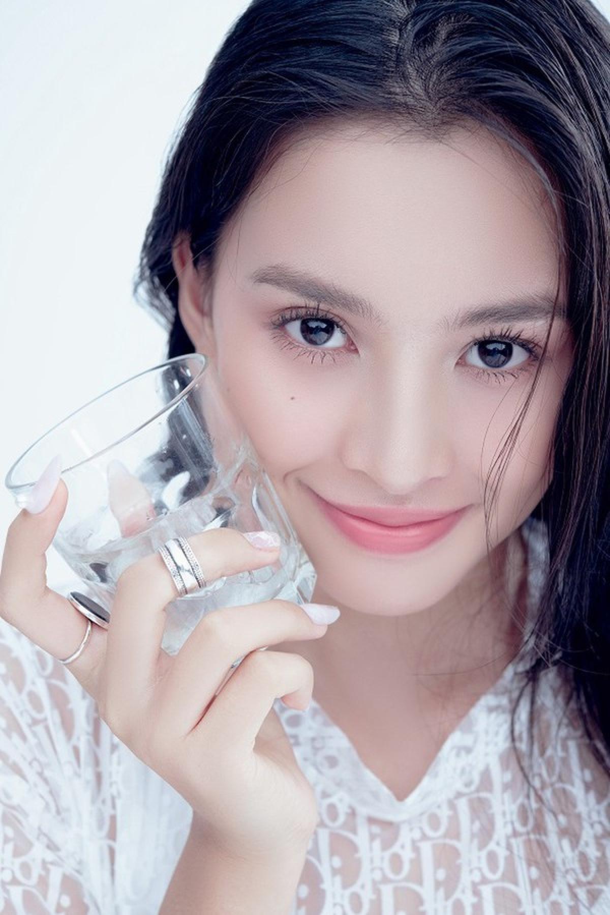 Được ưu ái vẻ đẹp hoàn hảo, Tiểu Vy ngày càng khẳng định vị thế của mình trong showbiz Việt.