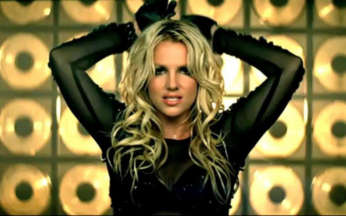 """Cũng trong năm 2011, Britney cũng gặt hái được nhiều thành công với ca khúc """"Till The World Ends"""". """"Till The World Ends"""" cũng được xếp hạng vị trí số 3 Billboard."""