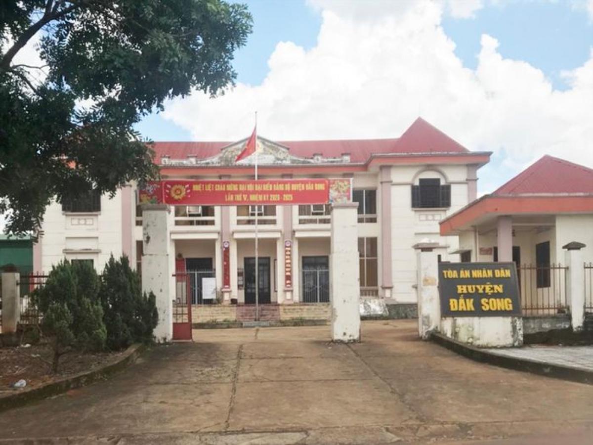 Trụ sở TAND huyện Đắk Song, nơi lập 57 bộ hồ sơ khống