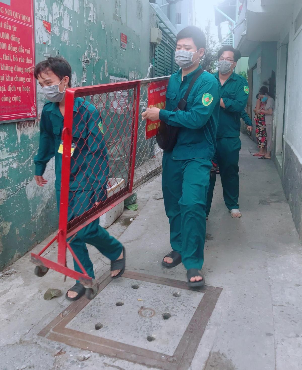 Dỡ phong tỏa ở hẻm Nguyễn Bặc, Phường 3 quận Tân Bình (Ảnh HCDC)