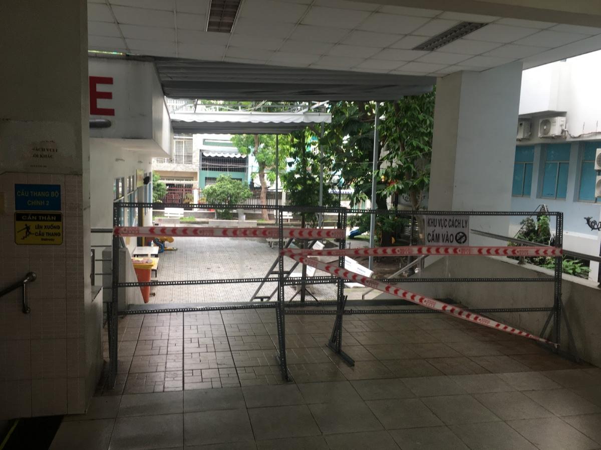 Tiếp tục phong tỏa bệnh viện quận Tân Phú. (Ảnh: HCDC)