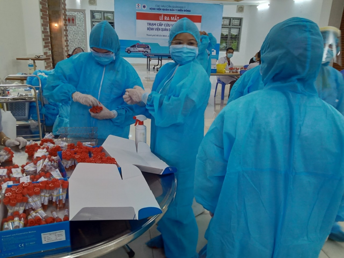 Bệnh viện quân dân y Miền Đông cũng lấy mẫu xét nghiệm cho 500 người trong bệnh viện.