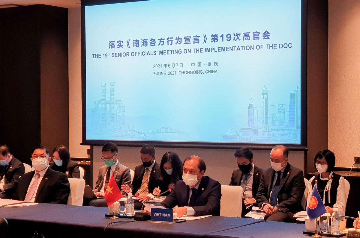 Thứ trưởng Bộ Ngoại giao Nguyễn Quốc Dũng dẫn đầu đoàn Việt Nam tham dự Hội nghị thứ 19 Quan chức cao cấp ASEAN-Trung Quốc về thực hiện Tuyên bố về ứng xử của các bên ở Biển Đông (SOM DOC)