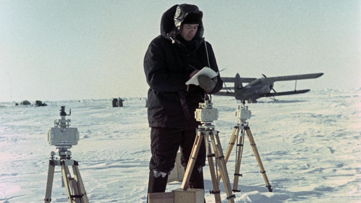 Nhà khám phá Bắc cực người Liên Xô ở trạm NP-8. Ảnh: Sputnik