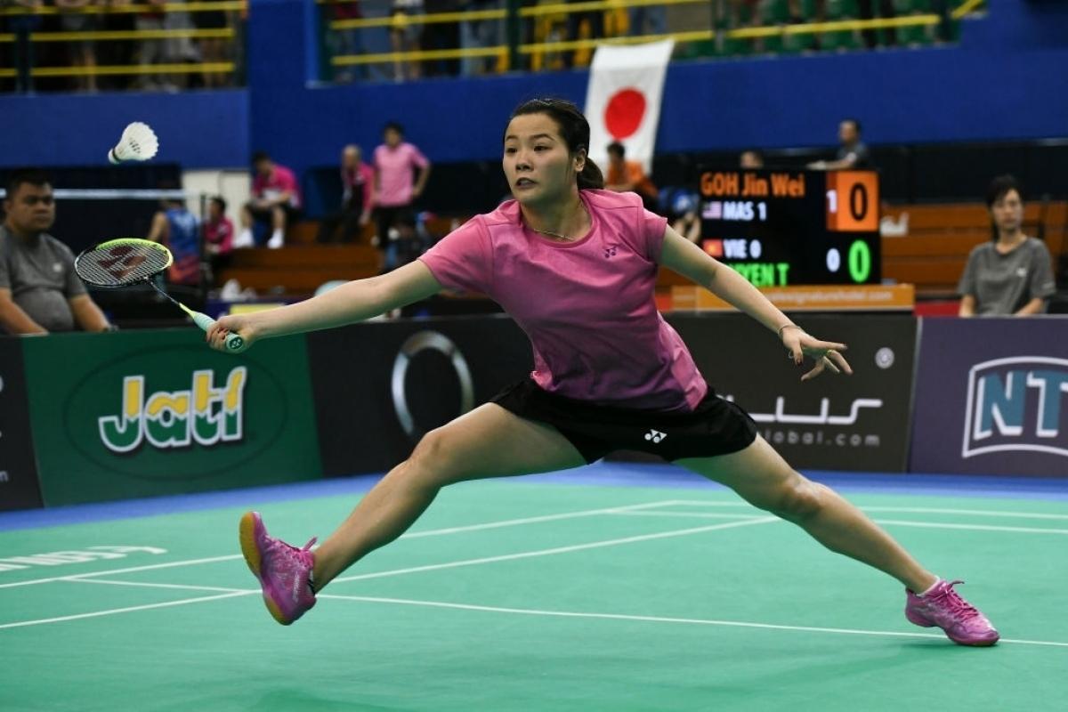 Female badminton player Nguyen Thuy Linh