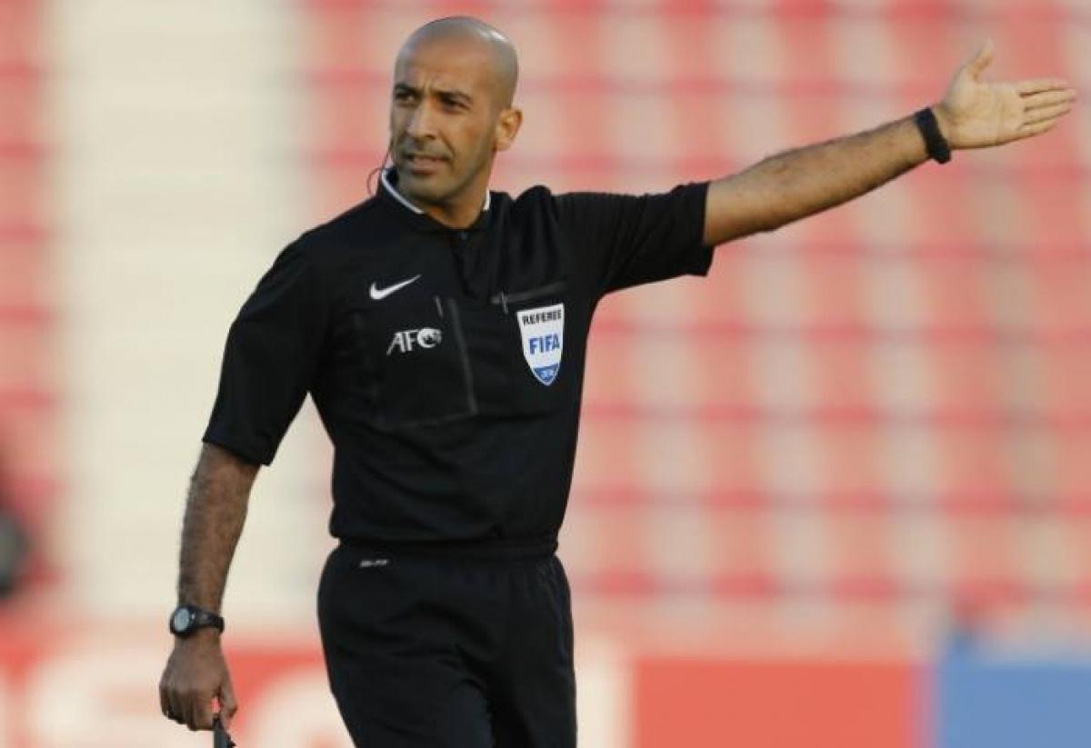 Trọng tài Ali Sabah Adday Al-Qaysi. (Ảnh: Getty)