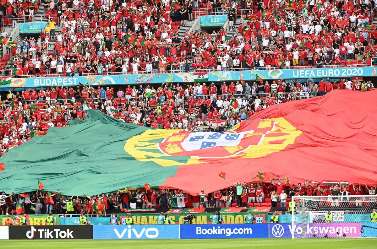 Các học trò của HLV Santos được sự tiếp lửa của các đổ động viên, khi trận đấu giữa Hungary vs Bồ Đào Nha không hạn chế khán giả vào sân.