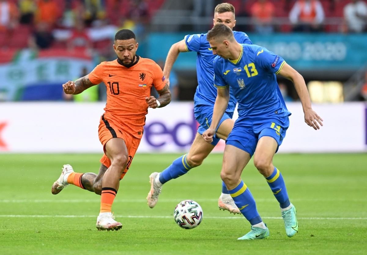 Hà Lan (áo cam) đã chính thức giành vé đi tiếp với ngôi đầu bảng nên trận đấu đêm nay chỉ còn mang tính chất thủ tục (Ảnh: Reuters).
