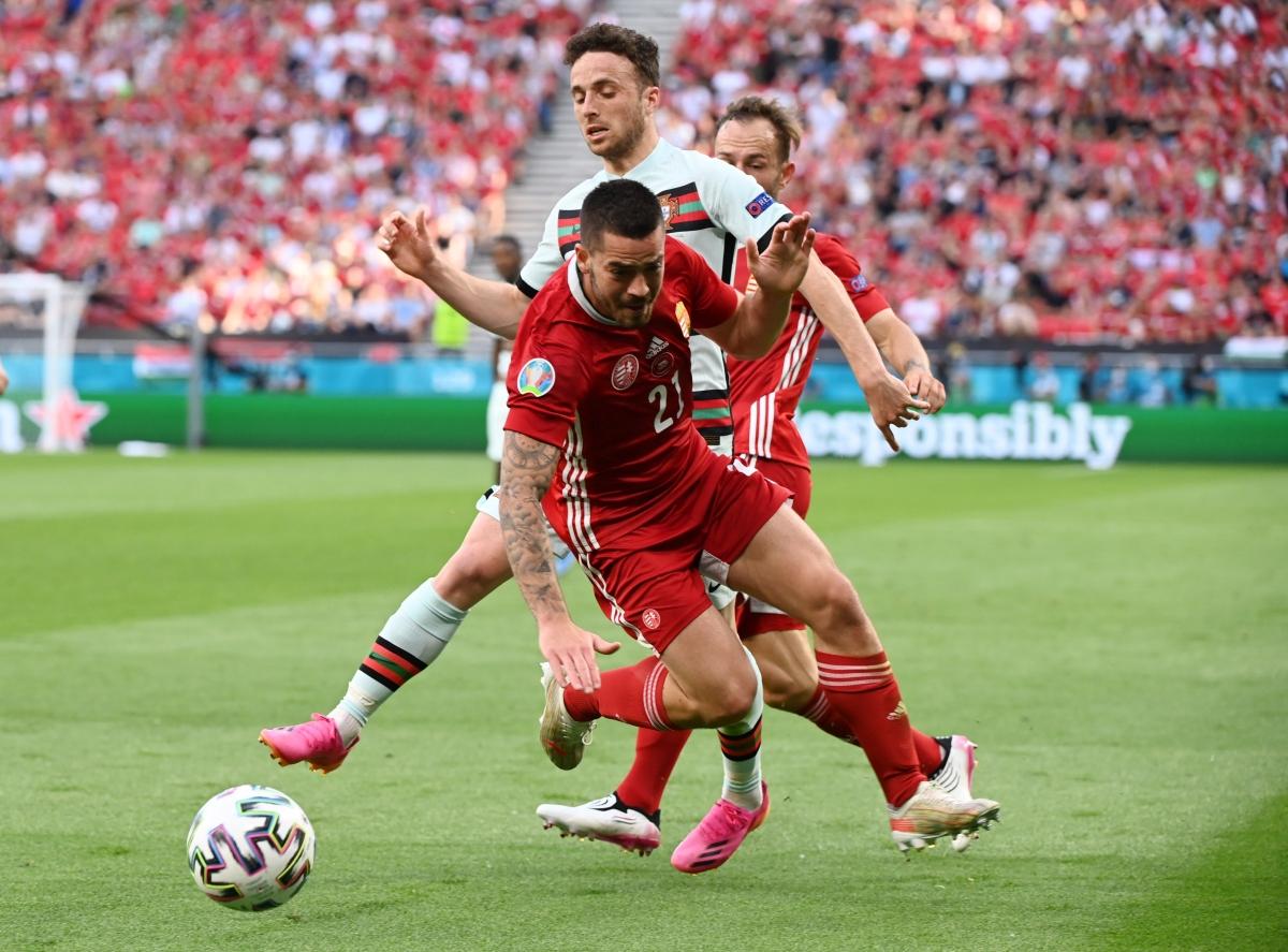 Bồ Đào Nha ép sân dữ dội (Ảnh: Reuters).