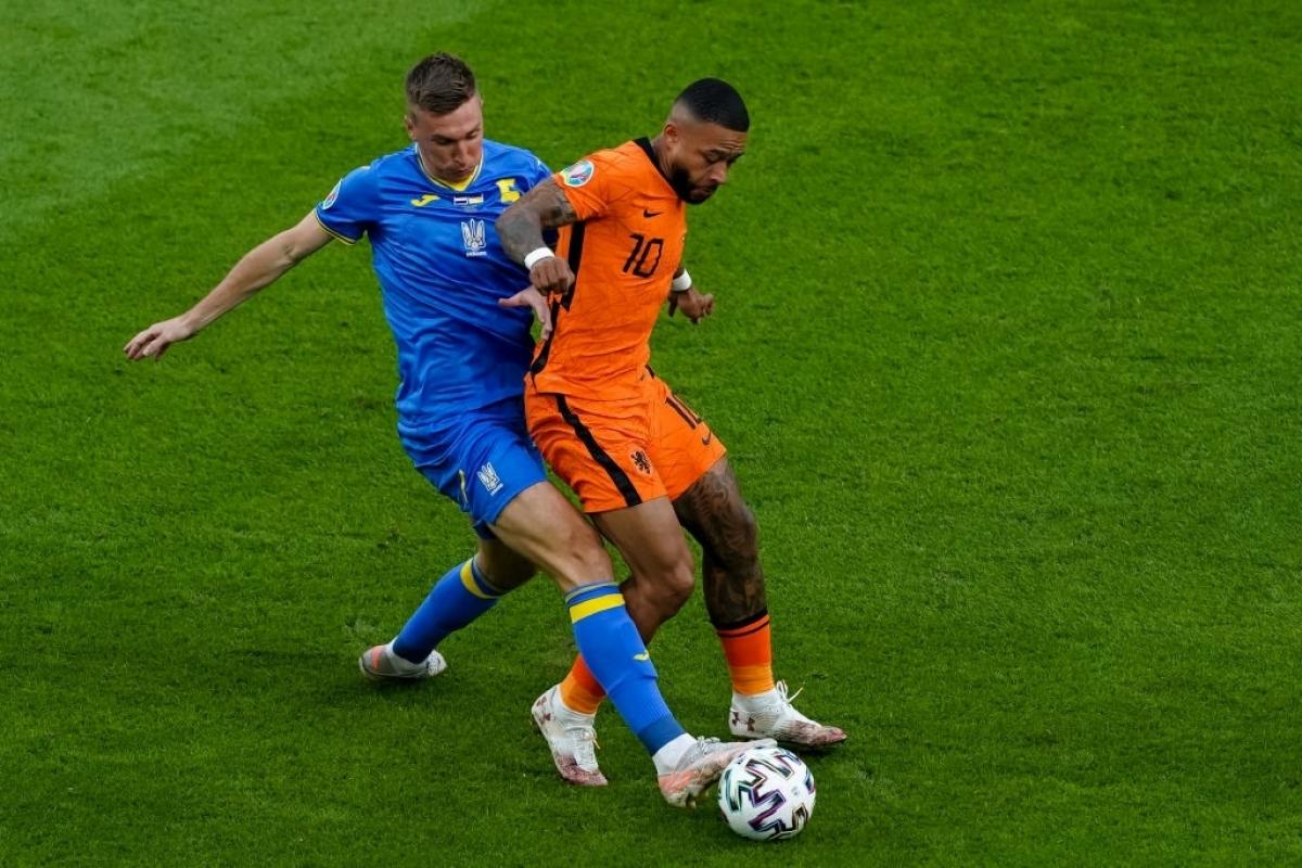 Ukraine (áo xanh) chơi rất tốt ở trận ra quân, nhưng vẫn nhận thất bại trước Hà Lan (Ảnh: Getty).