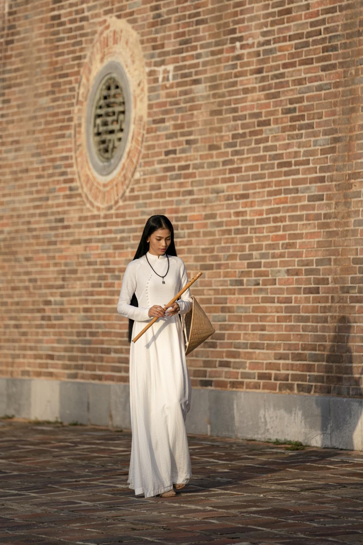 Một xứ Huế- vùng đất thần kinh mang nhiều giá trị văn hóa, xuôi theo dòng chảy của lịch sử ngày càng cuốn hút du khách xa gần.