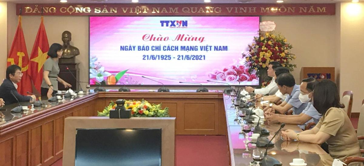 Trưởng Ban Tuyên giáo Trung ương Nguyễn Trọng Nghĩa đã đến thăm và chúc mừng Thông Tấn xã Việt Nam. Ảnh: Nguyên Nhung