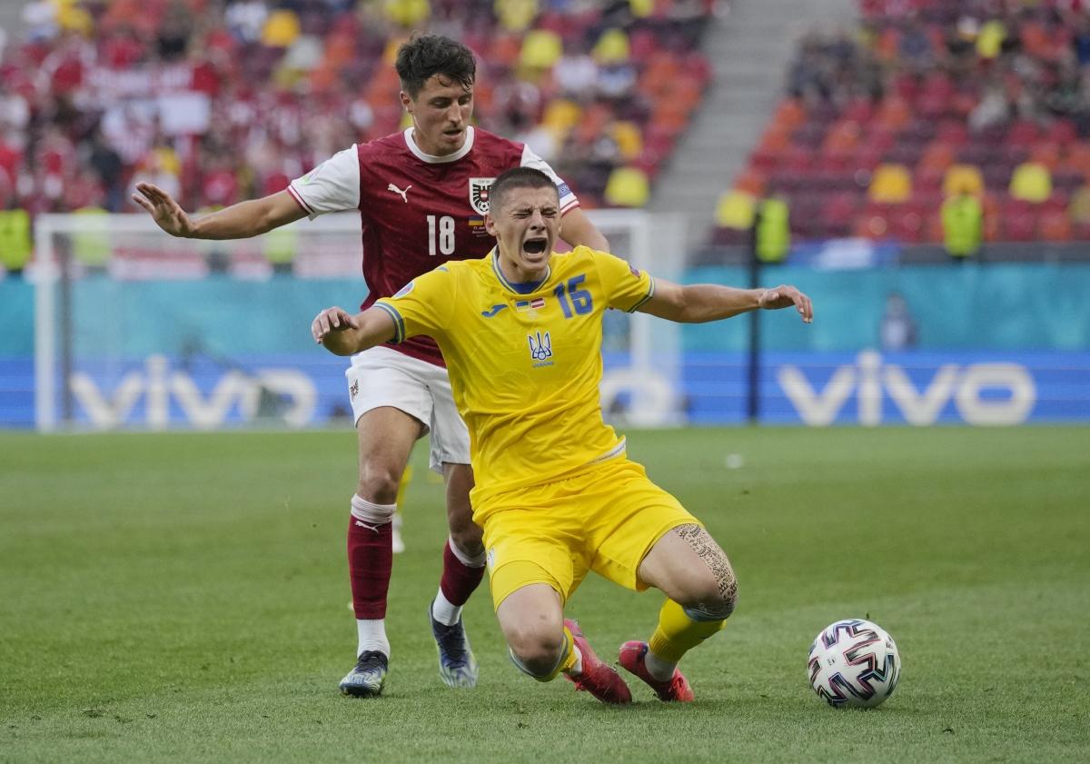 Các cầu thủ Ukraine đang thi đấu rất bế tắc. (Ảnh: Reuters).