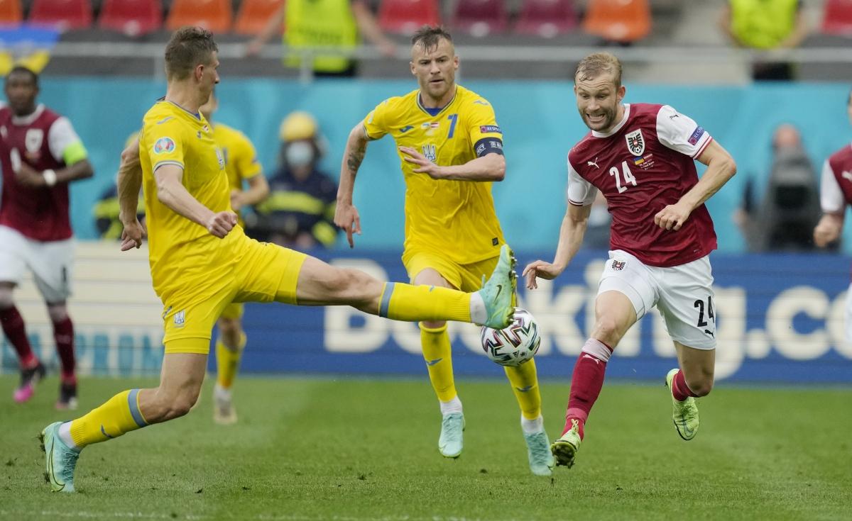 Ukraine đang dồn lên trong những phút đầu hiệp 2. (Ảnh: Reuters).