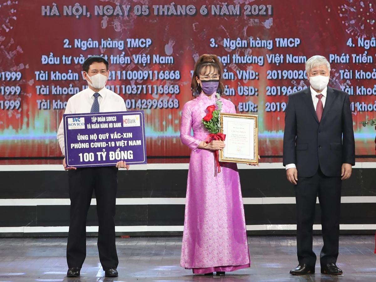 Nữ tỉ phủ Nguyễn Thị Phương Thảo ủng hộ 100 tỉ đồng cho Quỹ Vắc xin phòng chống Covid-19. (Ảnh: D.V)