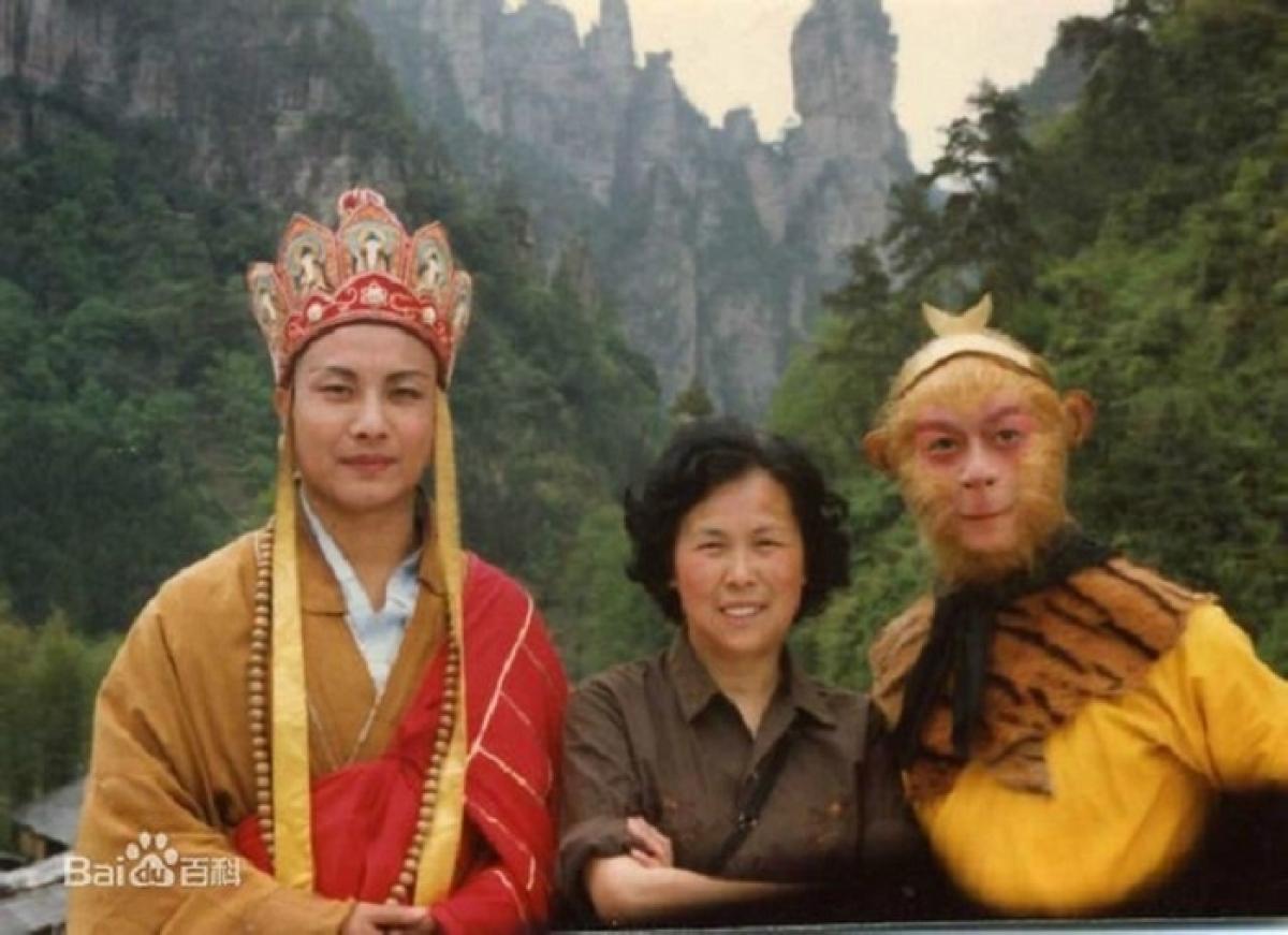 Uông Việt và đạo diễn Dương Khiết, diễn viên Lục Tiểu Linh Đồng.