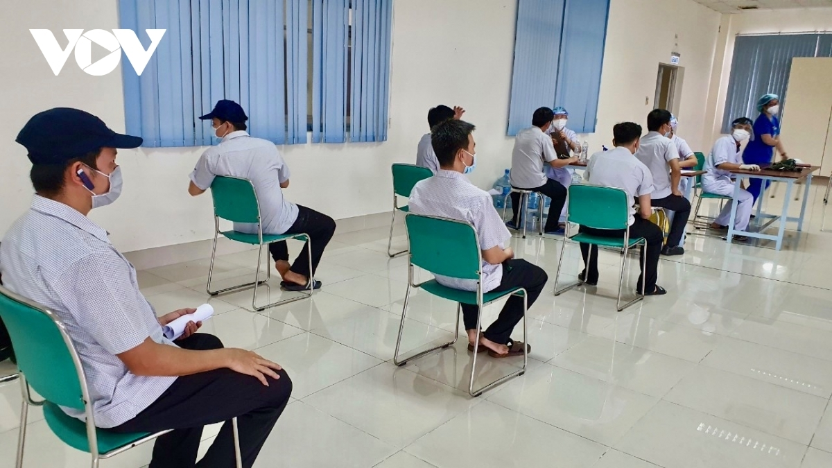A total of 1,157 workers of Kim May Organ Vietnam Co. Ltd are eager to receive their vaccination.