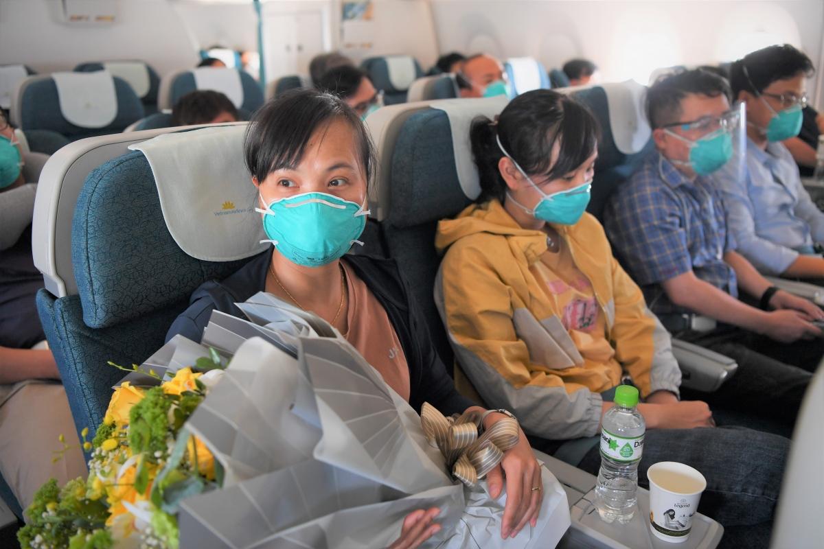 """Với sự trở lại """"tham chiến"""" của 13 thành viên Đội phản ứng nhanh bệnh viện Chợ Rẫy, thành phố Hồ Chí Minh sẽ có thêm một lực lượng y bác sĩ quan trọng để đẩy lùi đại dịch Covid-19 đang diễn biến phức tạp."""