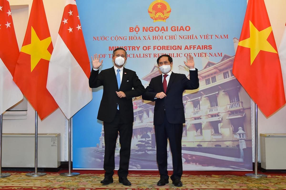 Bộ trưởng Ngoại giao Bùi Thanh Sơn và Bộ trưởng Ngoại giao Singapore Vivian Balakrishnan.