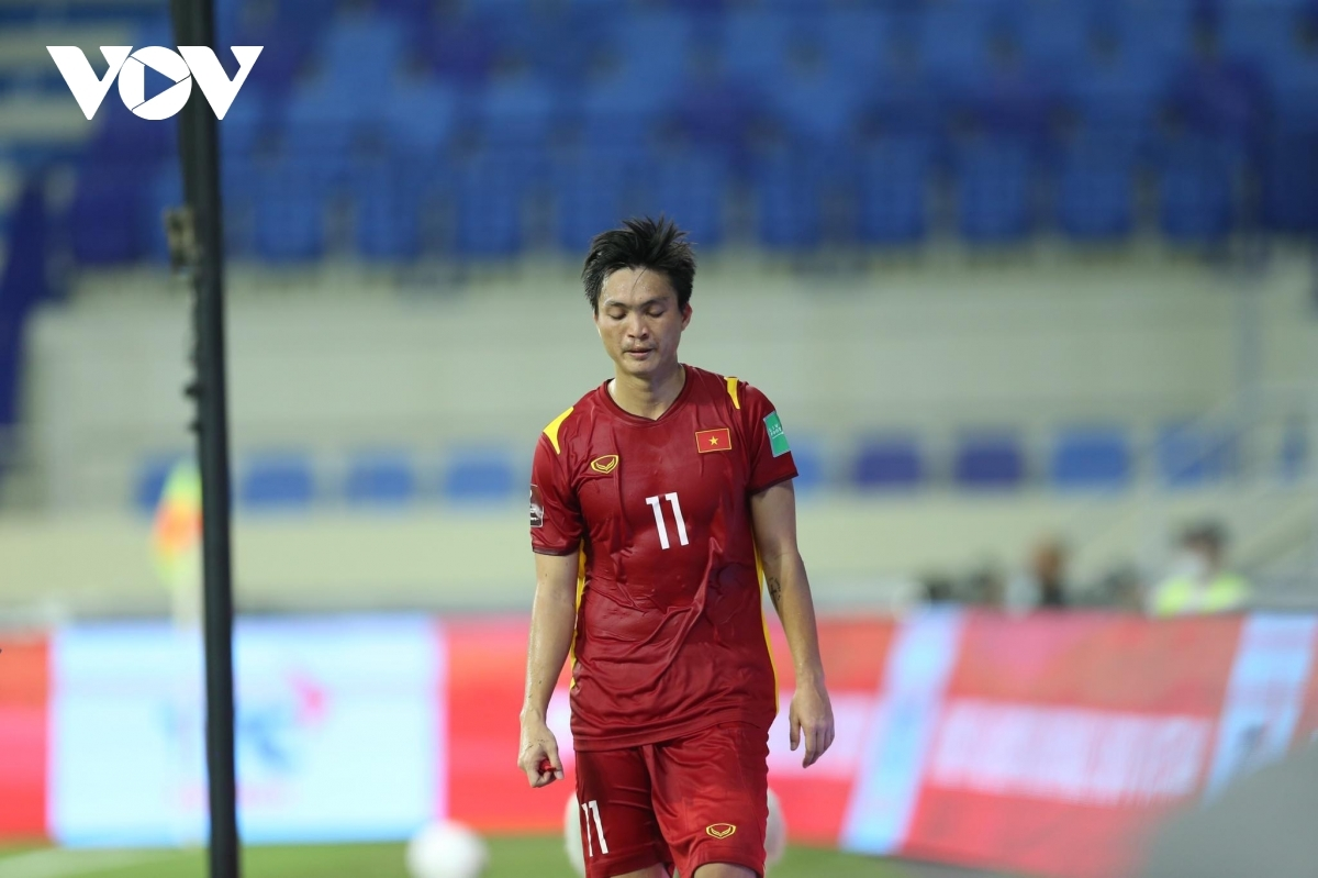 Tuan Anh is forced off with an injury in the 35th minute, with the first half eventually ending in a goalless draw.