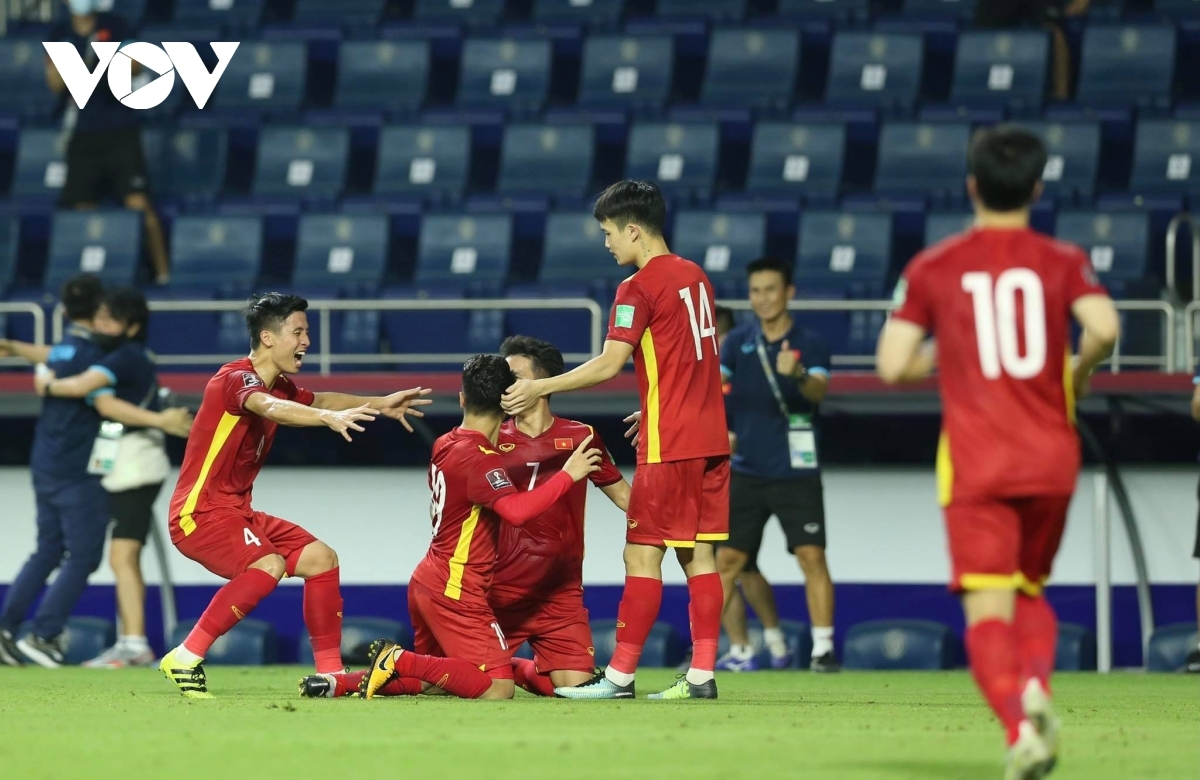 Vietnam continue to lead Group G with 14 points after six matches played. The hosts the UAE are in second with 12 points after defeating Malaysia 4-0 and Thailand 3-1. Thailand, Malaysia, and Indonesia are placed third, fourth, and fifth, respectively.