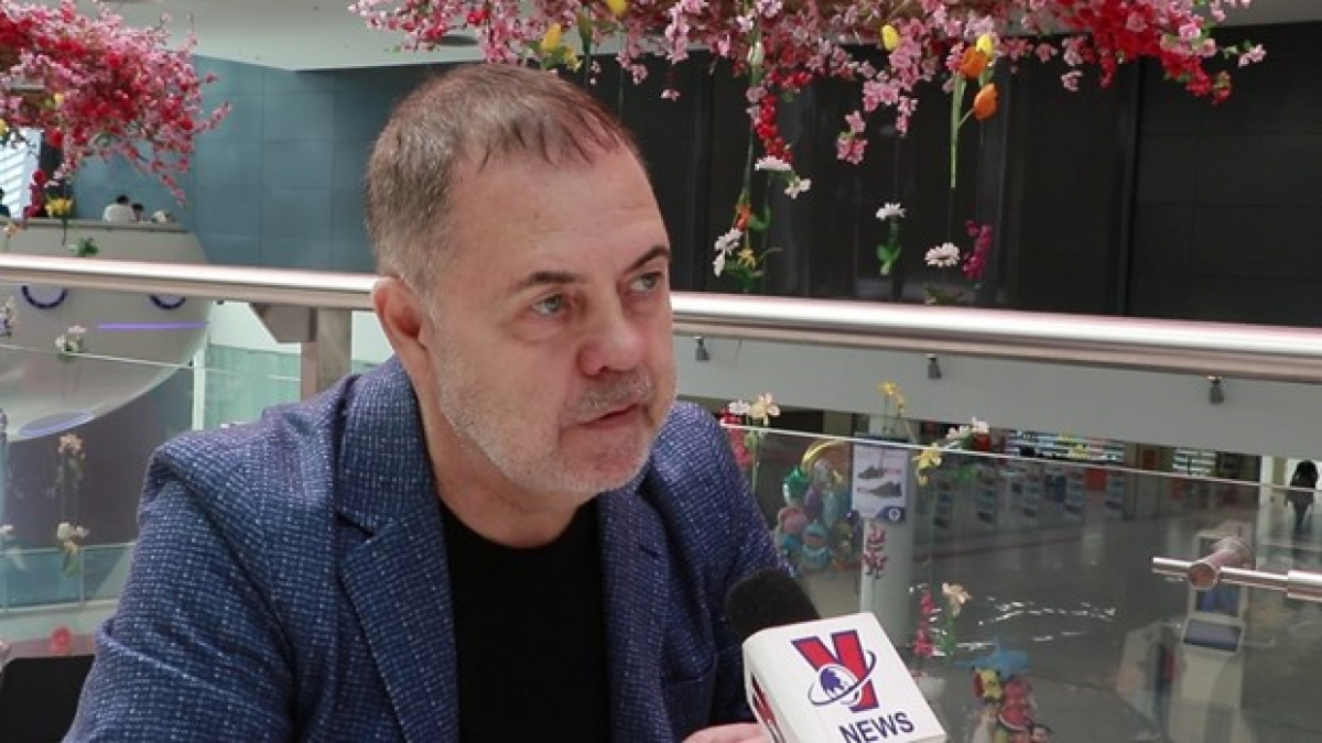 Chairman of the Council of Experts of the Eurasian Research Fund Grigory Trofimchuk speaks to VNA correspondents in Russia. (Photo: VNA)