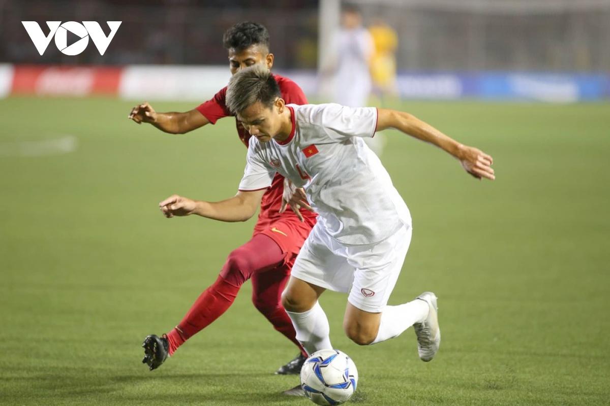 Hậu vệ phải Hồ Tấn Tài: Đúng vị trí sở trường, ngoài ra Tấn Tài còn có thể đảm nhận vai trò trung vệ và hậu vệ trái.