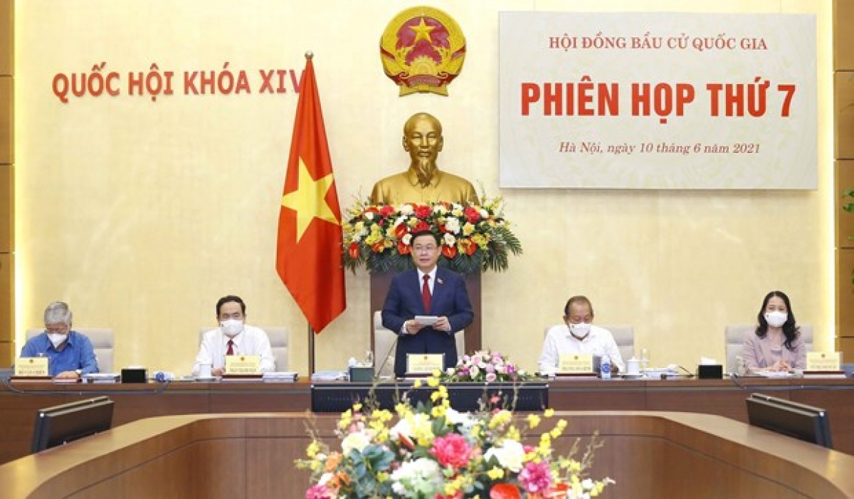 Chairman of the National Assembly Vuong Dinh Hue chairsNational Election Council'sseventh meeting(Photo: VNA)