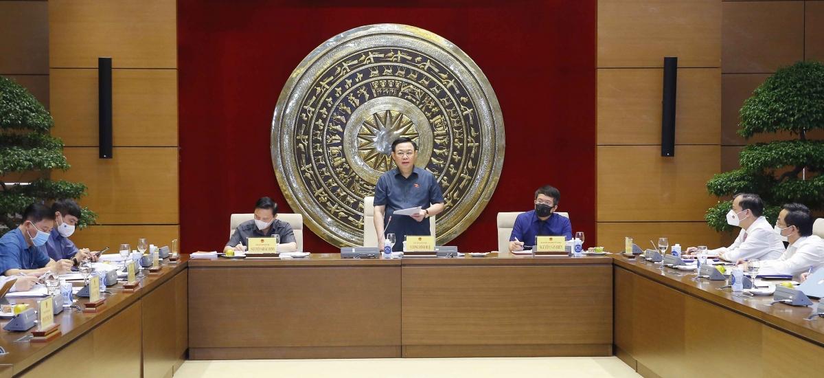 Chủ tịch Quốc hội Vương Đình Huệ làm việc với Viện nghiên cứu lập pháp
