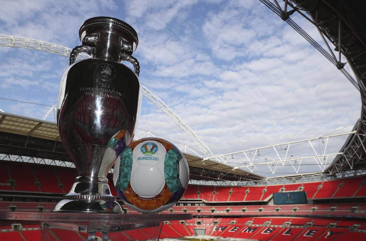 UEFA vẫn chưa đưa ra quyết định cuối cùng về việc có giữ quyền đăng cai trận chung kết EURO 2021 của sân Wembley hay không. (Ảnh: Getty).
