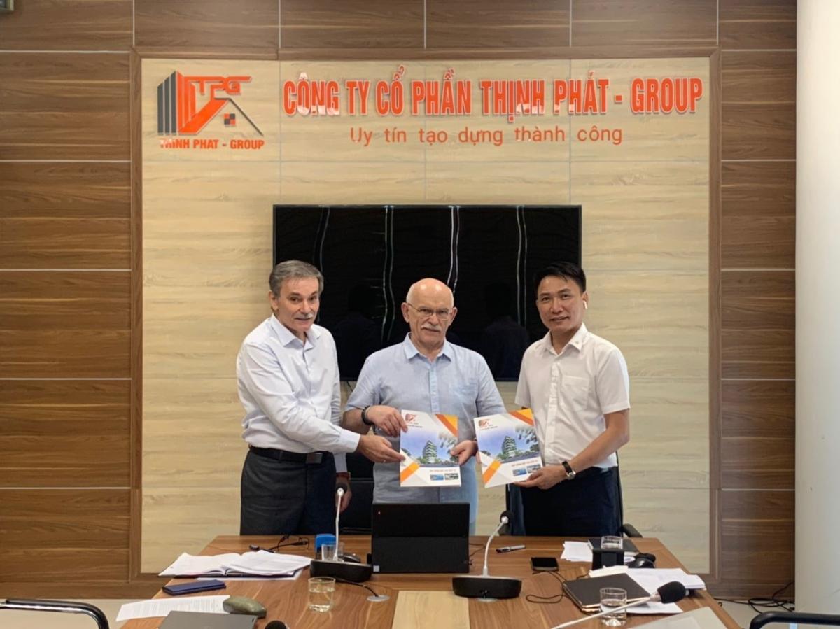 Ông Nguyễn Mạnh Hải – Chủ tịch HĐQTCông ty cổ phần Thịnh Phát – Group vàông Vladimir Maslov - thành viên trong Hội đồng quản trị Tập đoàn Skyway.