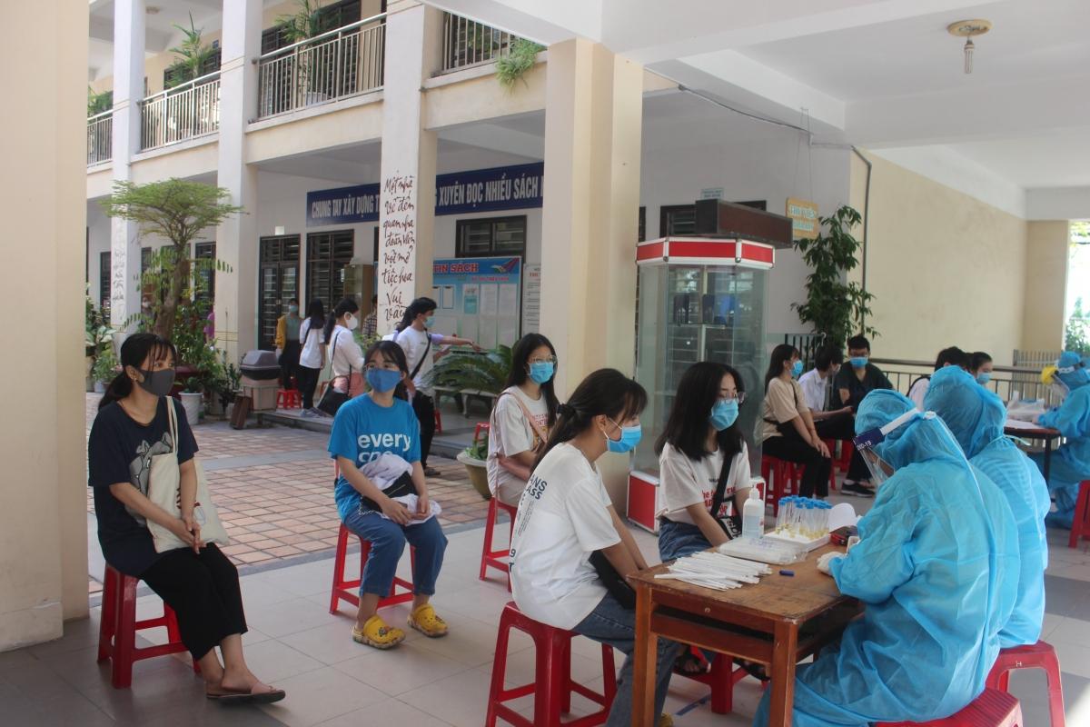Hơn 16.000 người tham gia kỳ thi tuyển sinh vào lớp 10 ở Đà Nẵng có kết quả xét nghiệm âm tính với virus SARS-CoV-2.